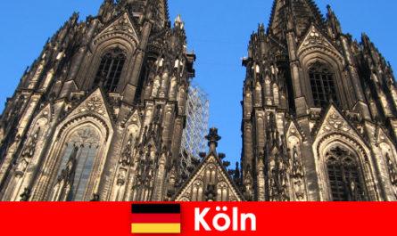 Turiștilor germani de familie cu copii le place să călătorească în orașul Köln