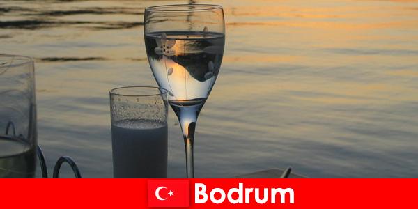 În Turcia Bodrum discotecă cluburi și baruri pentru tineri turiști