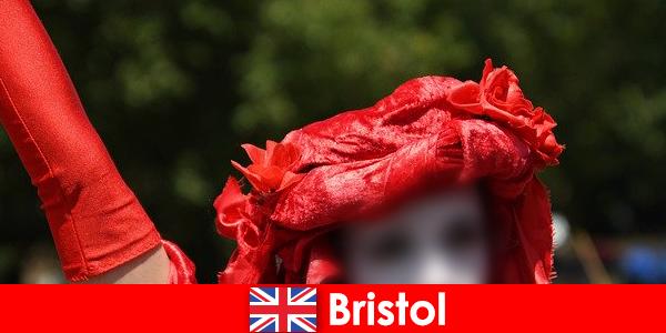 Backpackers face o viață ca artiștilor interpreți sau executanți stradă în Bristol