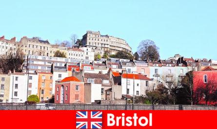 Bristol orașul cu cultura tineretului și atmosfera prietenoasă pentru necunoscut