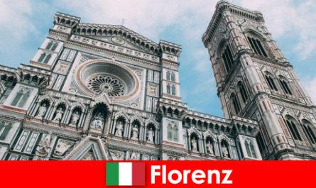 Florența, cu multe orașe mari de istorie a artei atrage vizitatori din întreaga lume