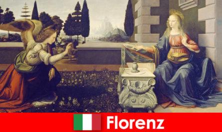 Turistii cunosc semnificatia culturala a Florenței pentru artele vizuale