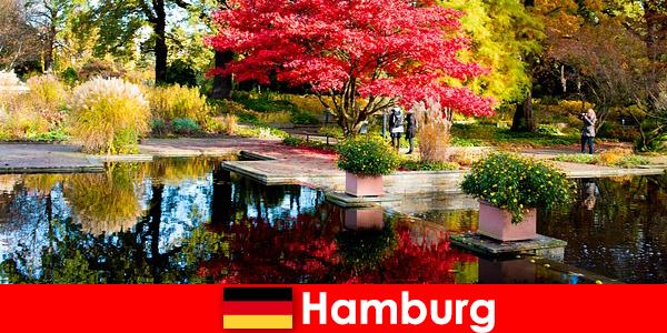 Hamburg un oraș port cu parcuri mari pentru o vacanță relaxantă
