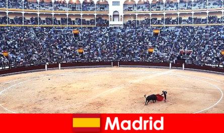 Festivalurile tradiționale din Madrid uimesc fiecare străin