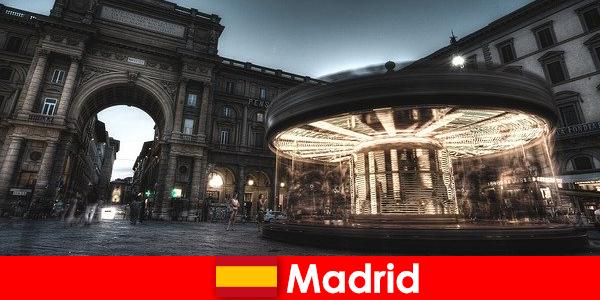 Madrid cunoscut pentru cafenele sale și vânzătorii de stradă un city break este în valoare de ea