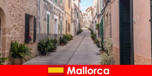 Paradis pentru turiștii sportivi din Mallorca în peisaje naturale și plaje