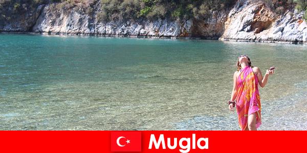 Vacanță pe plajă în Mugla, una dintre cele mai mici capitale provinciale din Turcia