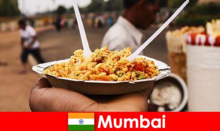 Mumbai este un loc cunoscut de turisti pentru vânzătorii de stradă și tipuri de produse alimentare