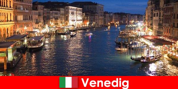 Veneția, un oraș cu gondole și numeroasele sale comori artistice