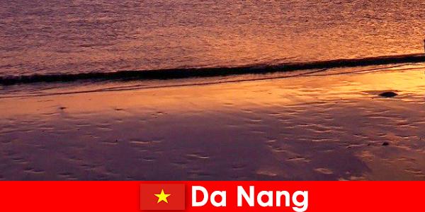 Da Nang este un oraș de coastă în centrul Vietnamului și este popular pentru plajele sale de nisip