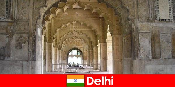 Străinii iubesc excursii culturale la Delhi în India
