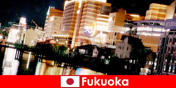 Fukuoka numeroase cluburi de noapte, cluburi de noapte sau restaurante sunt un loc de întâlnire de top pentru turiști