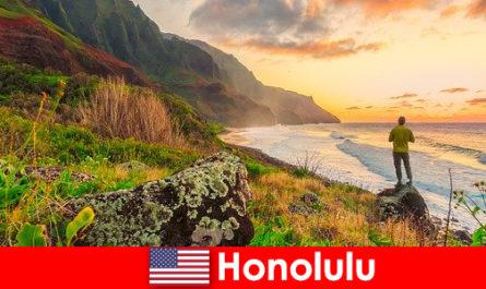 Honolulu cunoscut pentru plaje, mare, apusuri de soare pentru wellness și vacanțe de recreere
