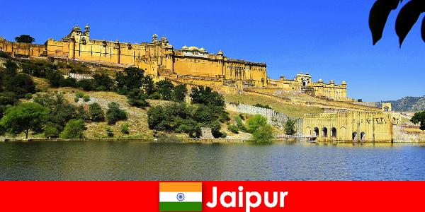 Străinii din Jaipur iubesc nisipurile puternice ale templului