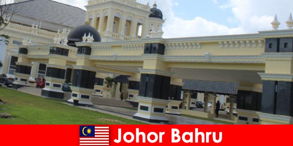Johor Bahru orașul în port atrage nu numai credincioși la moscheea veche, dar, de asemenea, turisti