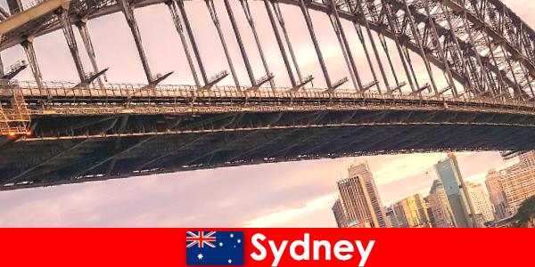 Sydney cu podurile sale este o destinație foarte populară pentru călătorii din Australia