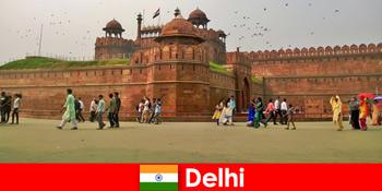 Viața pulsivă în Delhi India pentru călătorii culturali din întreaga lume