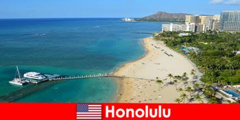 Destinatie tipica pentru turistii de relaxare de la mare este Honolulu Statele Unite