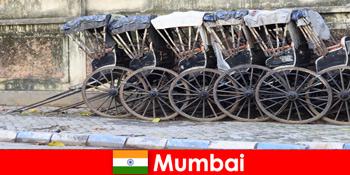 Mumbai în India oferă plimbări cu ricșa pe străzi pline pentru călători