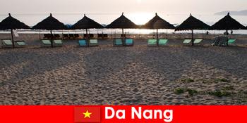 Statiuni de lux pe plaje frumoase de nisip pentru turiști în Da Nang Vietnam