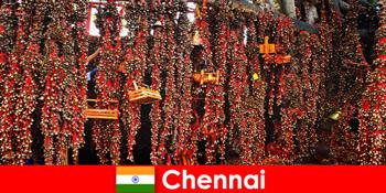 Sunetele și dansurile native din templu așteaptă străini în Chennai India