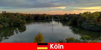 Tururi în natură prin munte forestier și lacuri în parcurile naturale din Köln Germania