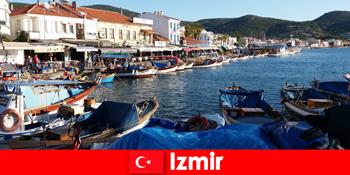 Călătorii activi fac naveta între oraș și plajă în Izmir Turcia
