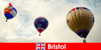 Vacanțe pentru turiști curajoși pentru plimbări cu balonul peste Bristol Anglia
