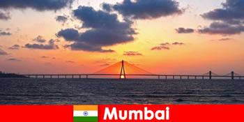 Călătorii în Asia sunt pasionați de modernitate și tradiție în Mumbai India