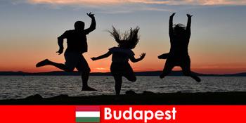 Budapesta Ungaria pentru tinerii turisti de petrecere cu muzica si bauturi ieftine in baruri si cluburi