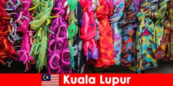 Turiștii culturali din Kuala Lumpur Malaezia experimentează măiestria excelentă