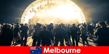 Străinii participă la concertele gratuite în aer liber din Melbourne Australia în fiecare an