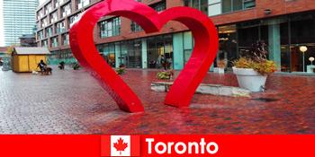 Toronto Canada ca un oraș colorat experimentează oaspeții străini ca o metropolă multi-culturală