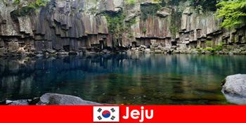 Excursii exotice pe distanțe lungi în frumosul peisaj vulcanic din Jeju Coreea de Sud