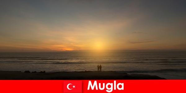 Excursie de vară în Mugla Turcia cu golfuri pitorești pentru turiștii indorii îndrăgostiți