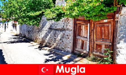 Satele pitorești și localnicii ospitalieri întâmpină turiștii în Mugla Turcia