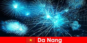 Deoarece Nang Vietnam turistii experiență firehows uluitoare la cina