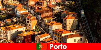 Plimbare de weekend prin orașul vechi din Porto Portugalia