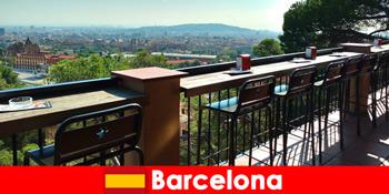 Fler pur oraș mare pentru vizitatori la Barcelona Spania, cu baruri, restaurante și scena de arta