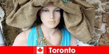 Vizitatorii vor găsi tot felul de magazine ciudate în centrul cosmopolit din Toronto Canada