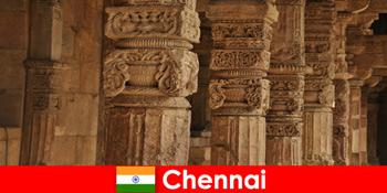 Străinii vizitează Chennai India pentru a vedea templele colorate magnifice