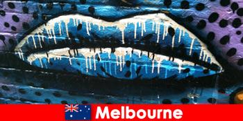 Călătorii admiră artele stradale de renume mondial din Melbourne Australia
