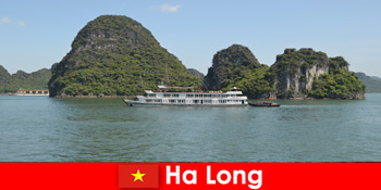 Croaziere de mai multe zile pentru grupuri de turism sunt foarte populare în Ha Long Vietnam