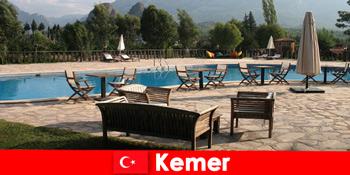 Zboruri ieftine, hoteluri și închirieri către Kemer Turcia pentru turiștii de vară cu familie